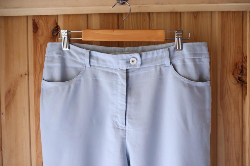 Легкие бриджи нежно голубого цвета фото №2