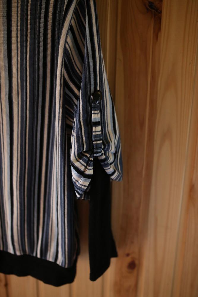 Женский свитер в полоску с камушками фото №4