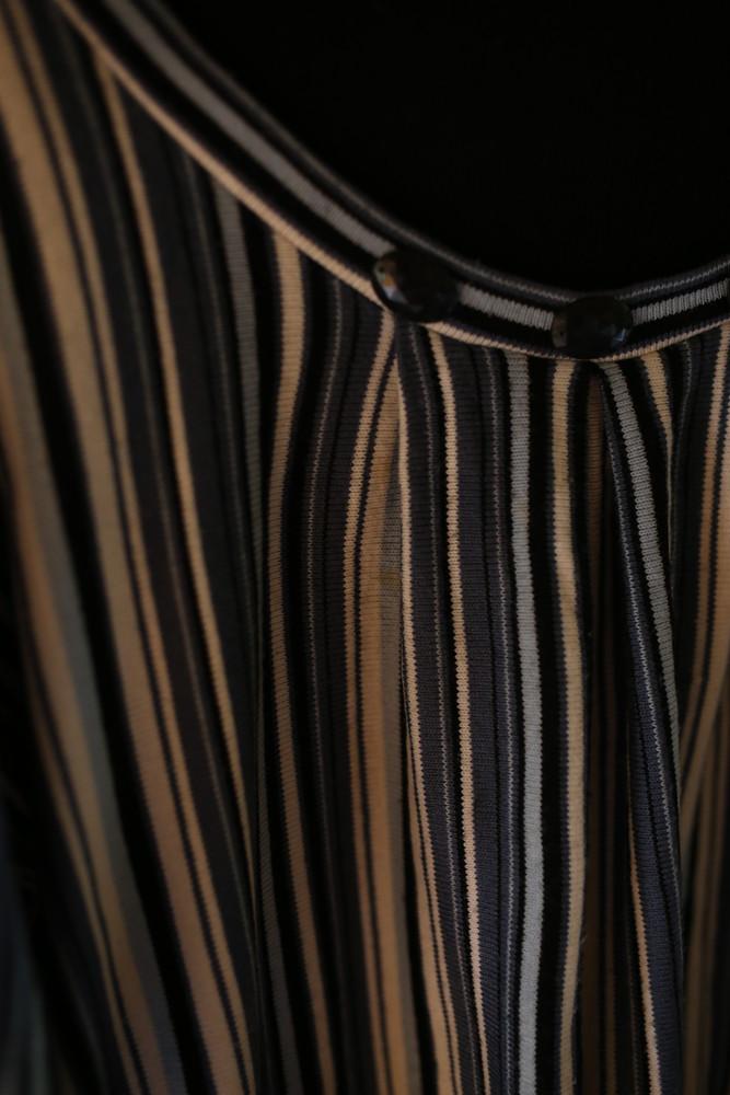 Женский свитер в полоску с камушками фото №5
